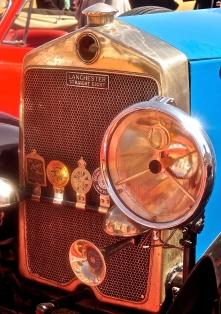 I love the headlight on this vintage car!